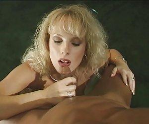 Denni jugando con bomba pusy luego se la follan. parte 2