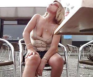 Petite chica consigue su culo perforado por un galán