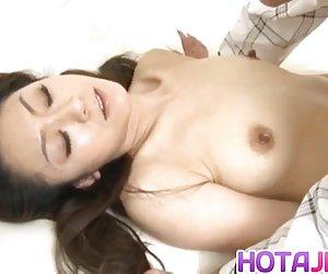 Violetta extiende su trasero