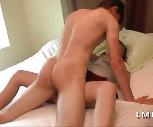Checa perra - puta real pagado por sexo entre camiones