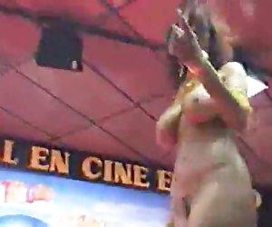 bonita morena tiene deepthroat gran talento dtd