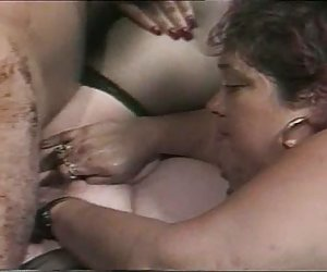 madre ayuda a su hija no encontrar satisfacción sexual