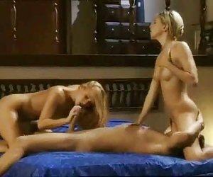 Modelo asiático caliente bailando desnuda