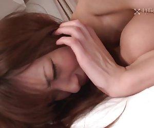 blanco peludo adolescente folla consolador y propaga culo en cam