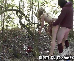 masturbación amateur madura en medias negras