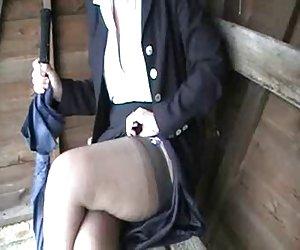 madura rubia inglesa en medias upskirt tease