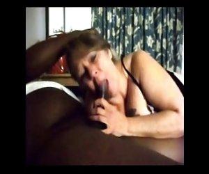 Dos hermosas jóvenes lesbianas putas lamen los demás vaginas
