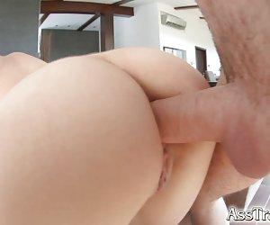 Amateur babe asiática follada por detrás