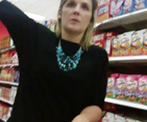 sexy madura puta folla ella misma en cocina