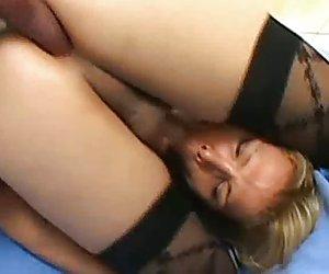 Busty milf alemana sandra al aire libre al diablo
