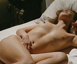 Alina li atrapado masturbandose con consolador de madrastra