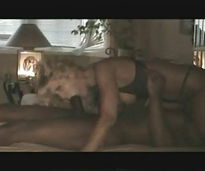 Mujer de clitoris grande culo grande y sexy se la follan