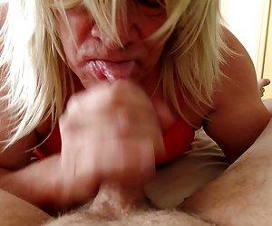 Mamá skinny milf folla a su hombre