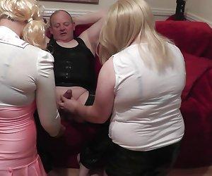 sexy curvy milf rubia con grandes tetas naturales