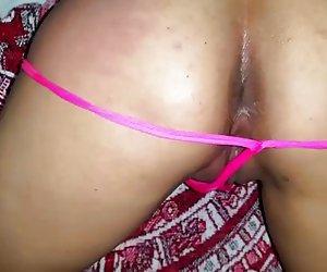 Chica con grandes pechos delante de una webcam.