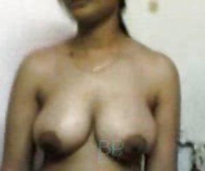 Handjob mamada Asiática tetona censurados en panty