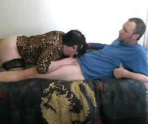 madre despierta a su hijo no