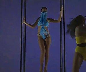 estas jóvenes lesbianas no podían esperar para conseguir a su han orgasmos
