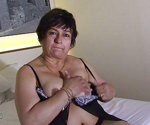 Rubia caliente y dispuesto, que Bianca se la follan duro en el sofá