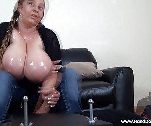 Madre enseña a hija a chupar y follar