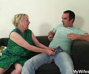 Dos desconocidos follan mi mujer