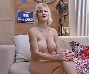 chica joven mujer madura vs 65