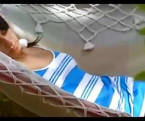 Milf pelirroja en follar gran de medias blancas da piscina chico