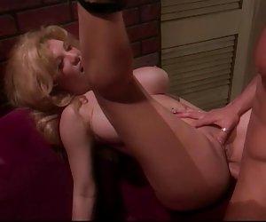 Esposa puta le gusta el puño en su coño y su mierda en el culo