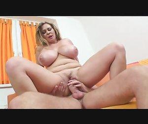 Milf amateur goza de sexo anal