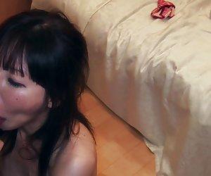 Tetona puta alemana follada en trío