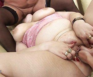 Precioso striptease de una azafata.