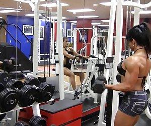 BDSM xxx sub hermosa no sabe cuando callarse