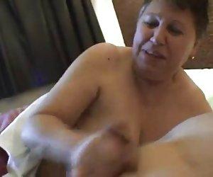 Milf asiática rina lame culo y chupar pollas