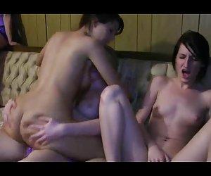 image Francés maduro n52b 2 abuelas anales madres con 2 hombres más jóvenes