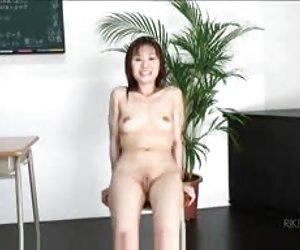 Muy oscuro asiático madura follada en el culo