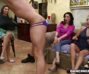 Anal real amateur gracioso - 5 10